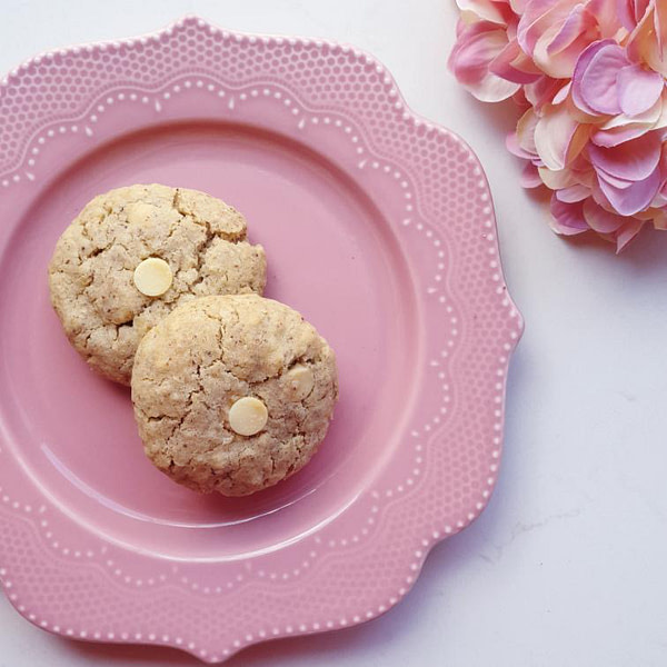 White Chocolate & Macadamia in a plate